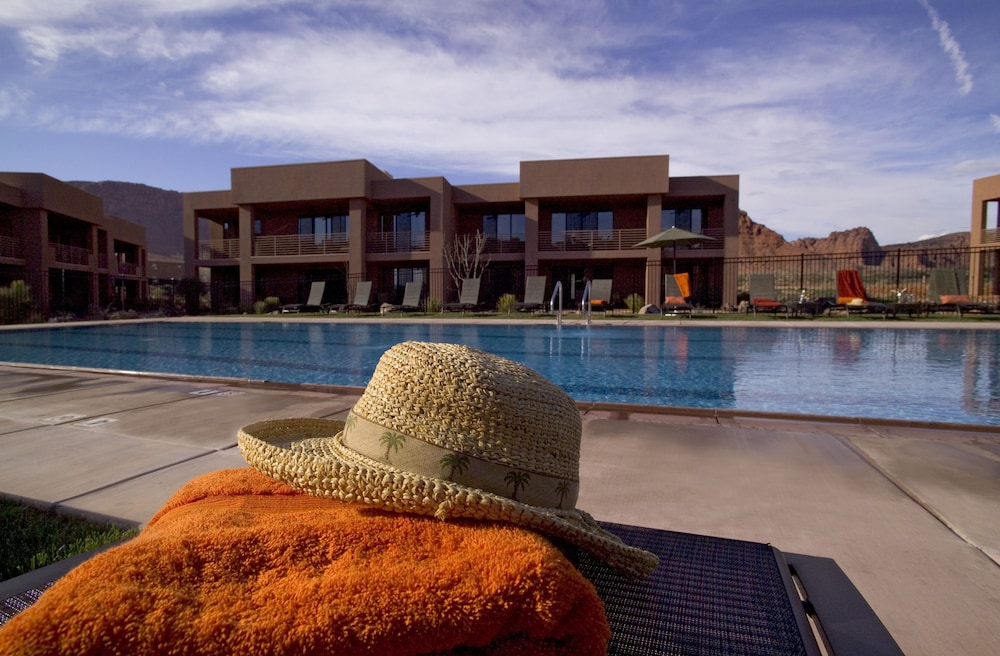 Outdoor Pool, Red Mountain Resort