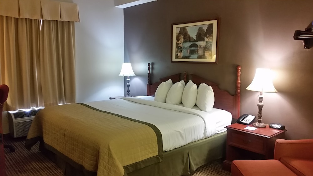 Room, Baymont by Wyndham Lafayette Airport