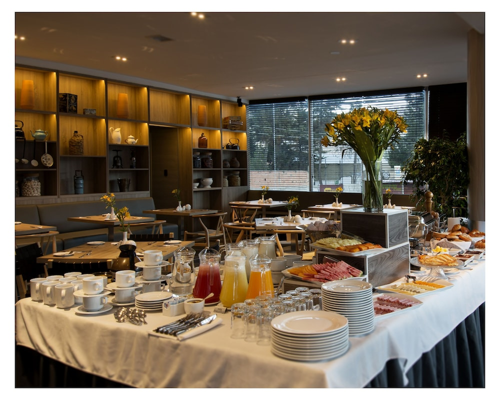 Breakfast buffet, Casa Grande Suites