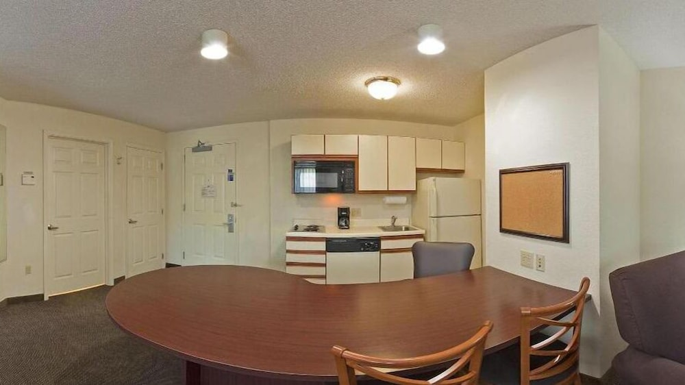 In-Room Dining, Candlewood Suites Hopewell
