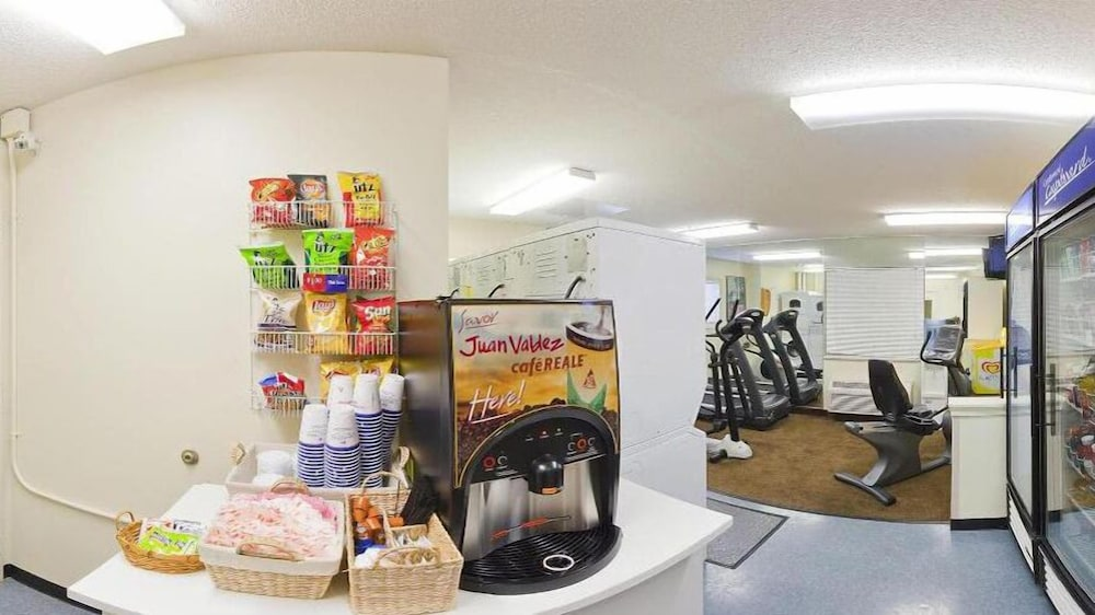 Snack Bar, Candlewood Suites Hopewell