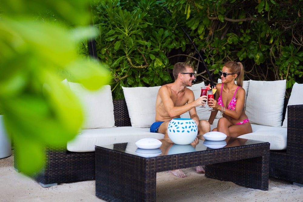 Poolside Bar, The Reef Playacar Resort & Spa - Optional All Inclusive