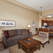 Condo, 3 Bedrooms (Unit 301) - Living Area