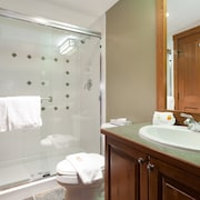 Condo, 3 Bedrooms (Unit 302) - Bathroom