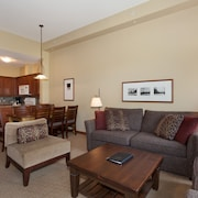 Condo, 3 Bedrooms (Unit 302) - Living Area
