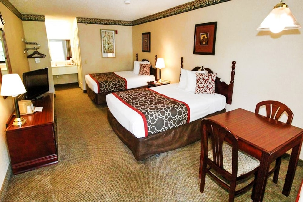Room, Hilltop Inn & Suites - North Stonington