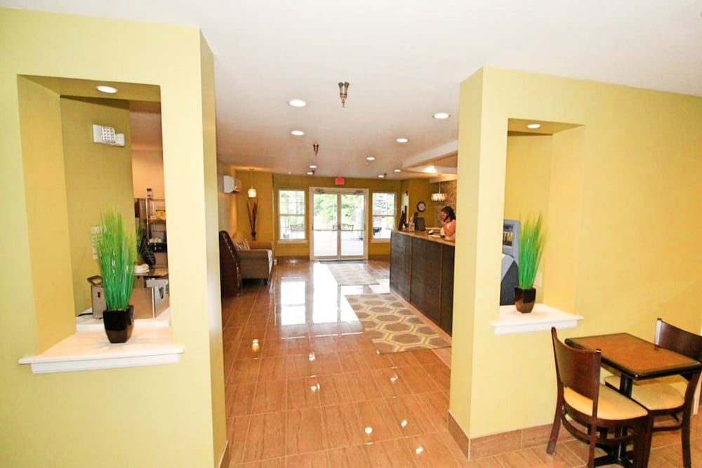 Lobby, Hilltop Inn & Suites - North Stonington