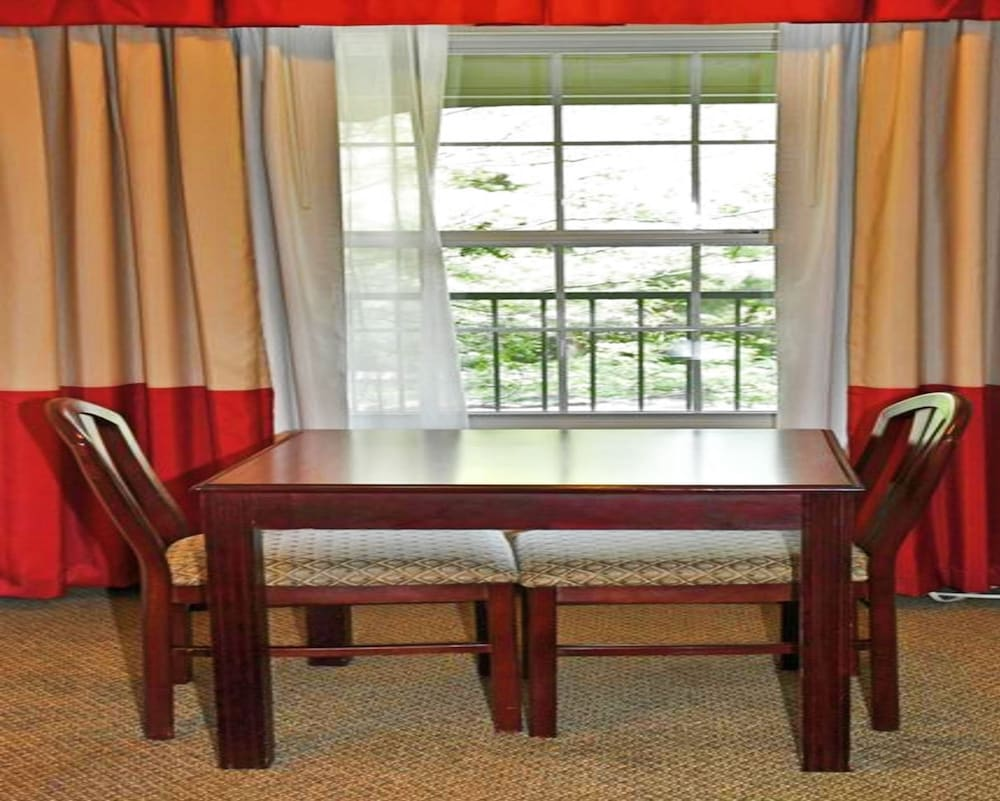 Room Amenity, Hilltop Inn & Suites - North Stonington