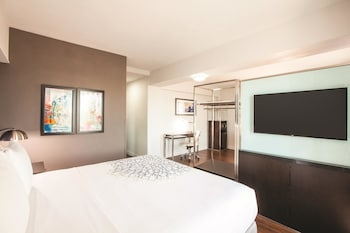 Executive Room, 1 King Bed, Refrigerator & Microwave - Guestroom