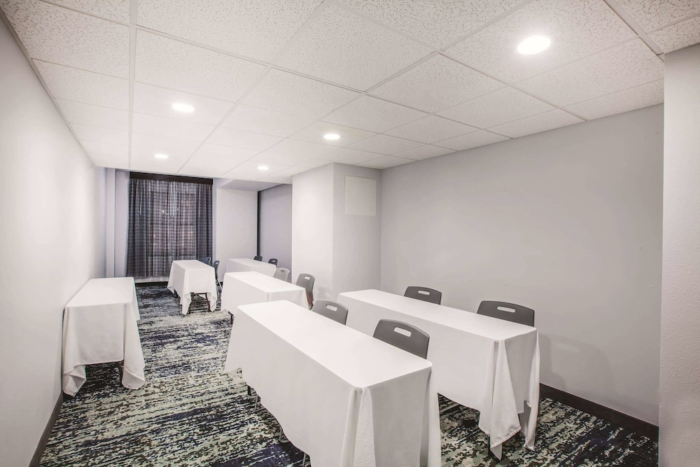 Meeting Facility, La Quinta Inn & Suites by Wyndham Dallas Downtown