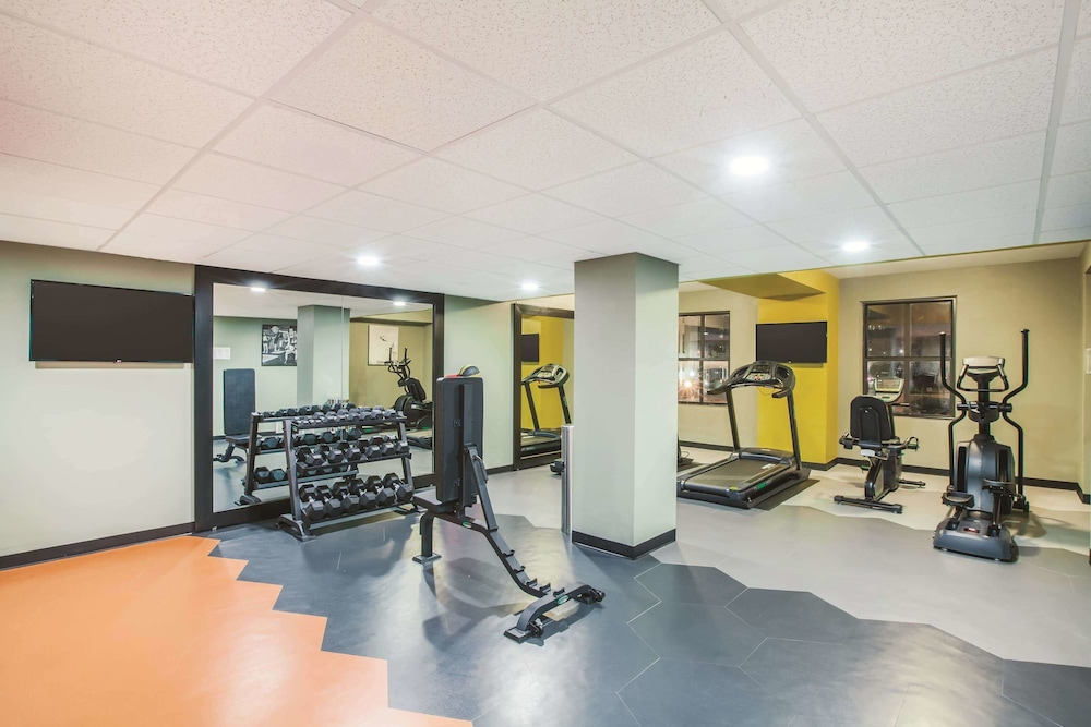 Fitness Facility, La Quinta Inn & Suites by Wyndham Dallas Downtown