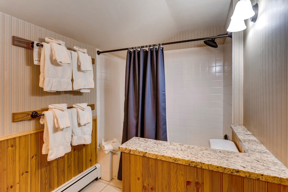 Bathroom, Ski Tip Lodge by Keystone Resort