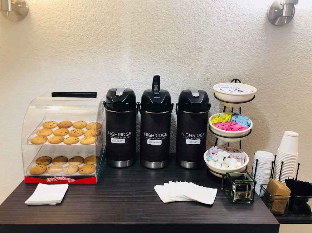 Coffee Service, Country Inn & Suites by Radisson, DFW Airport South, TX