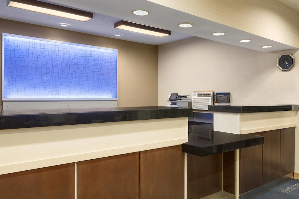 Lobby, Fairfield Inn & Suites Minneapolis-St. Paul Airport