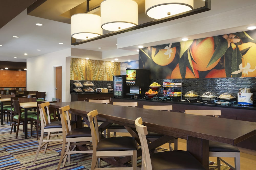 Breakfast Area, Fairfield Inn & Suites Minneapolis-St. Paul Airport