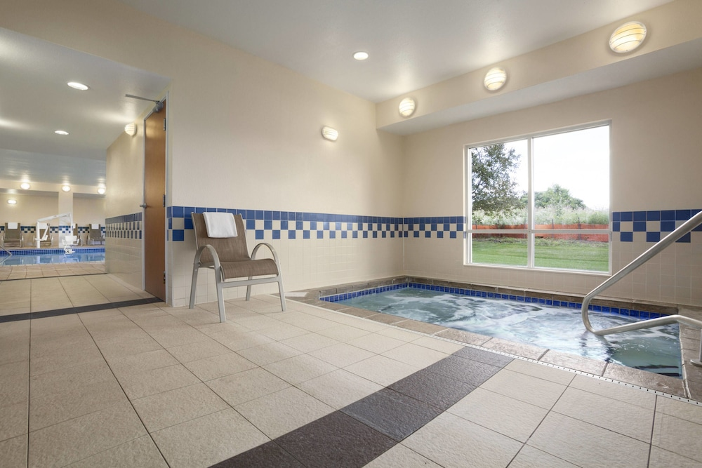 Indoor Spa Tub, Fairfield Inn & Suites Minneapolis-St. Paul Airport