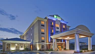 Holiday Inn Express & Suites Midwest