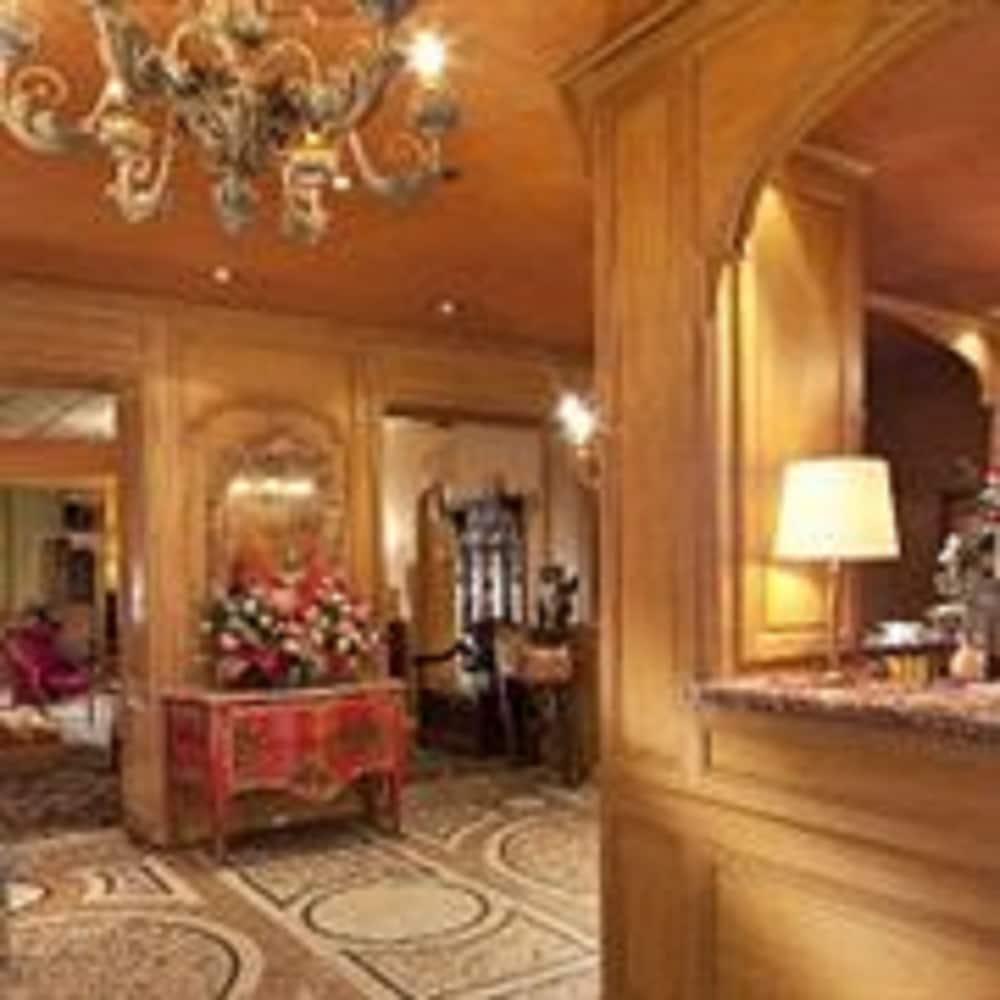 Hotel Macmahon Paris