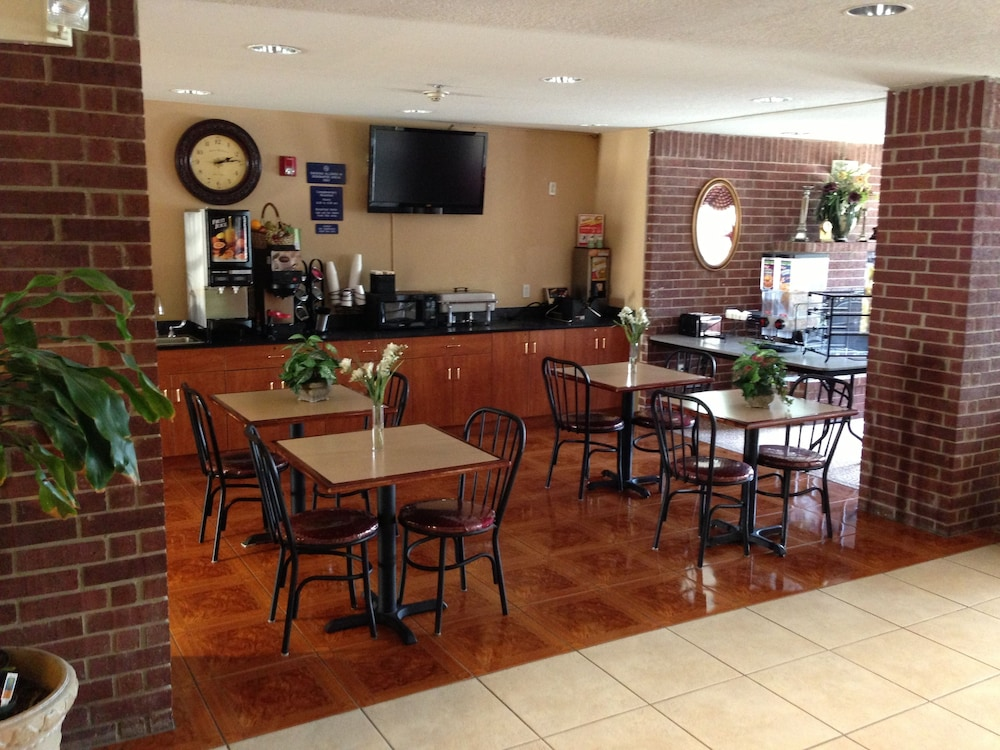 Dining, Microtel Inn & Suites by Wyndham San Antonio Downtown Northeast