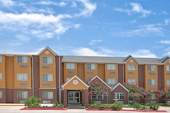 Microtel Inn & Suites by Wyndham San Antonio Downtown Northeast