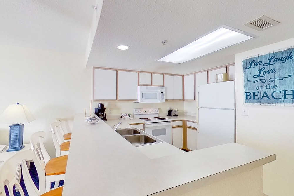 Private Kitchen, Bay Watch Resort & Conference Center by Vacasa