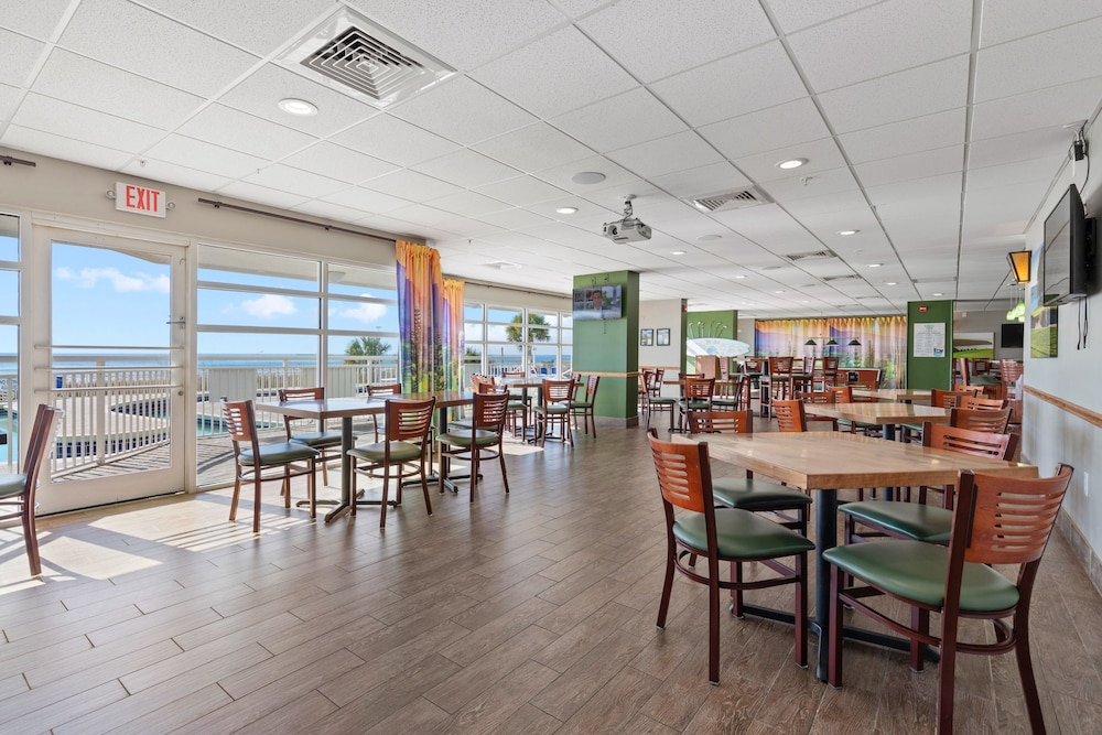 Restaurant, Bay Watch Resort & Conference Center by Vacasa