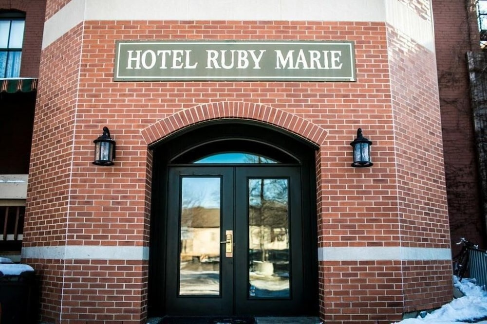 Miscellaneous, Hotel Ruby Marie