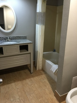 Suite, Oceanfront - Bathroom