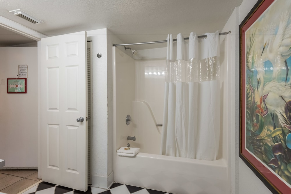 Bathroom, Sunrise Suites Resort