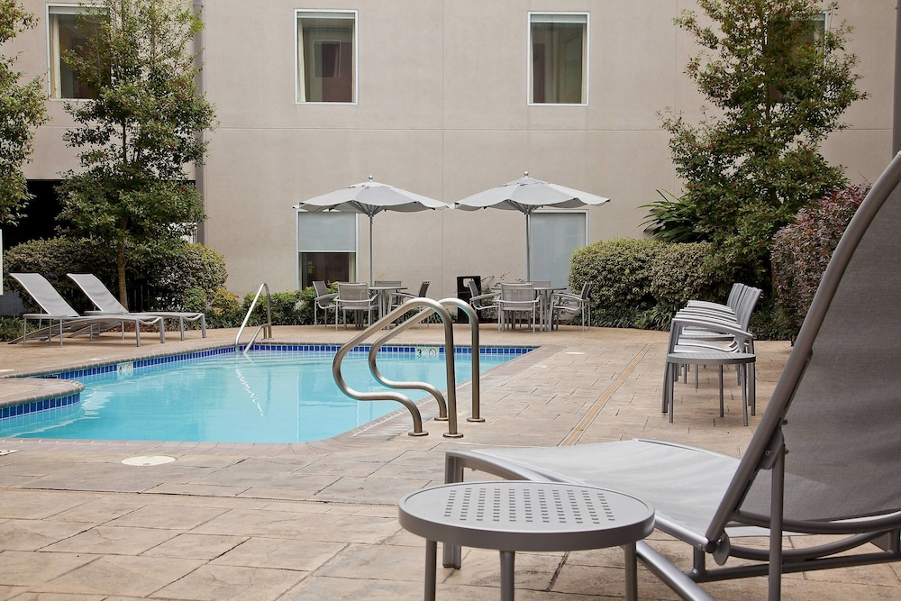Outdoor Pool, SpringHill Suites by Marriott New Orleans DT/Convention Ctr