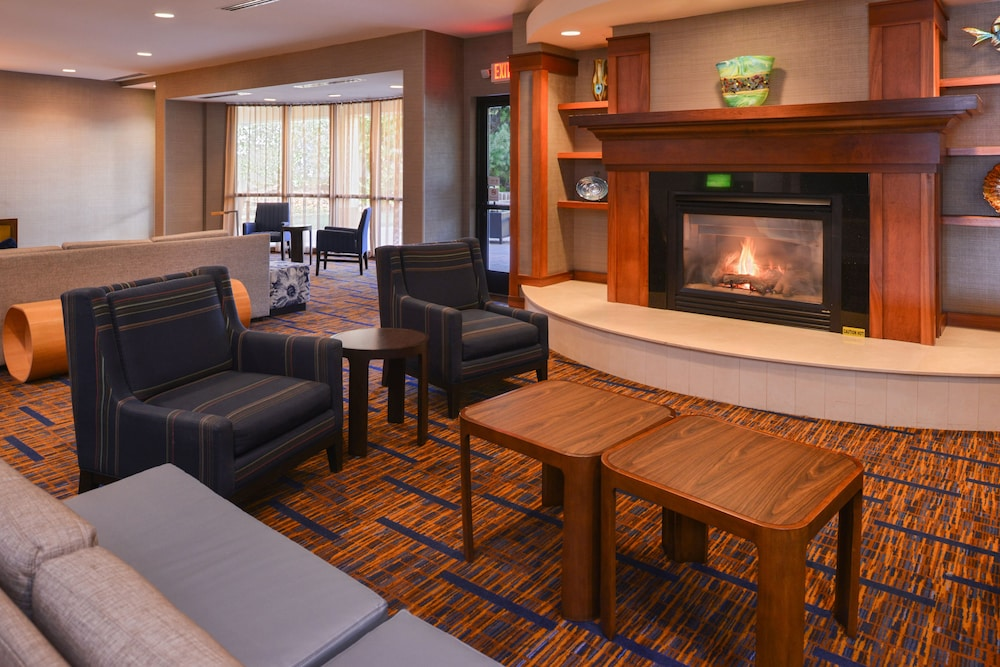 Lobby Sitting Area, Courtyard by Marriott Charlotte Gastonia