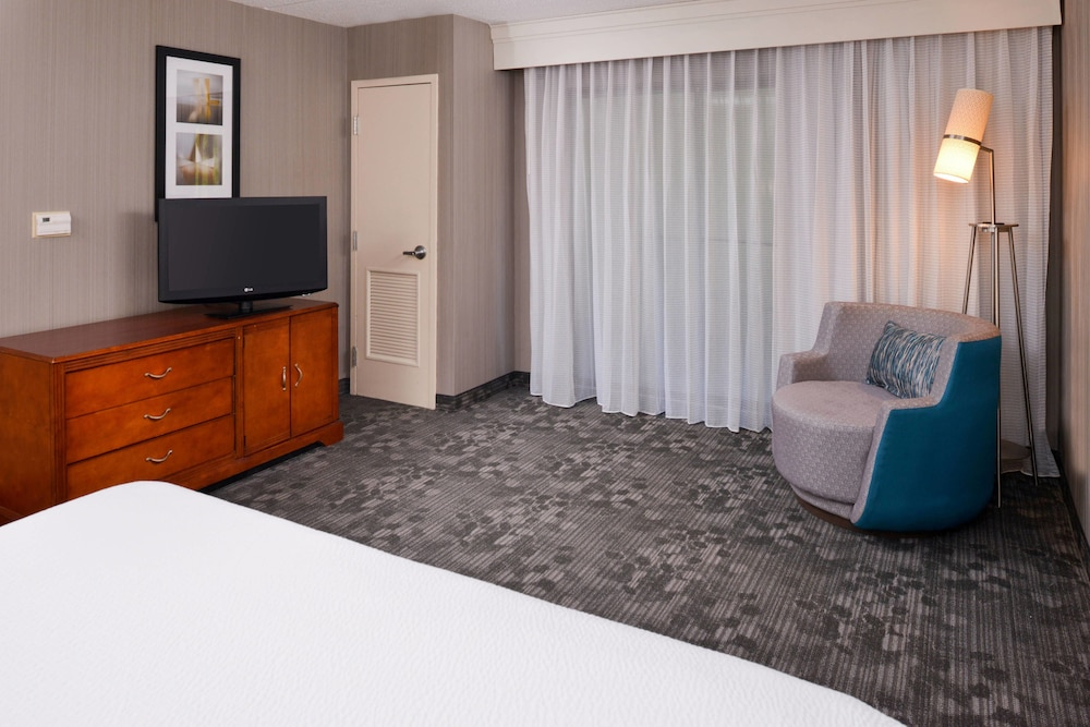 Room, Courtyard by Marriott Charlotte Gastonia