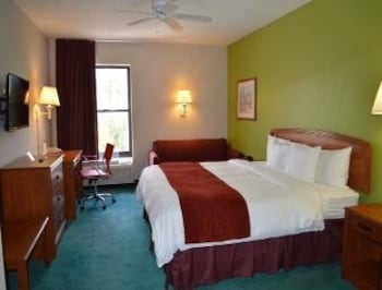 Fort Myers Vacations - Days Inn & Suites Fort Myers Near JetBlue Park - Property Image 2