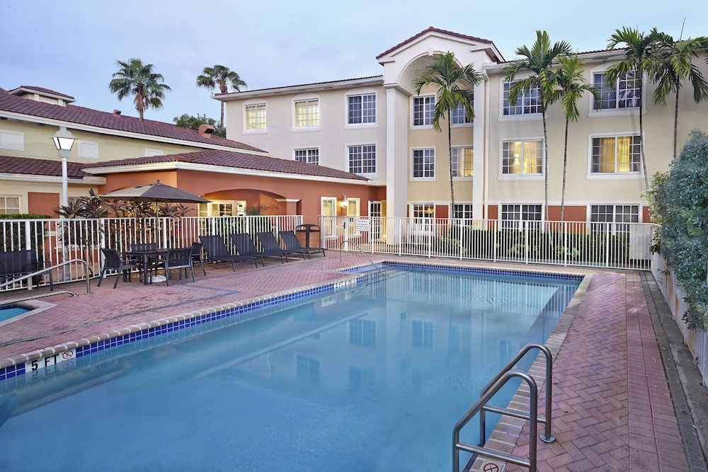 Outdoor Pool, Residence Inn By Marriott Fort Lauderdale Weston