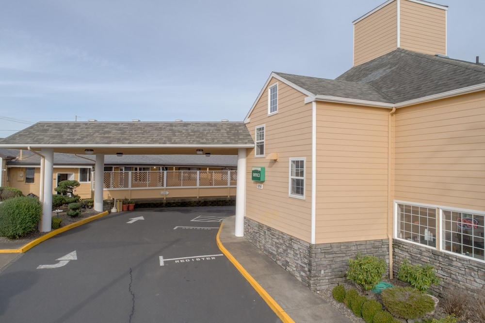 Front of Property, Paradise Inn & Suites at Lincoln City