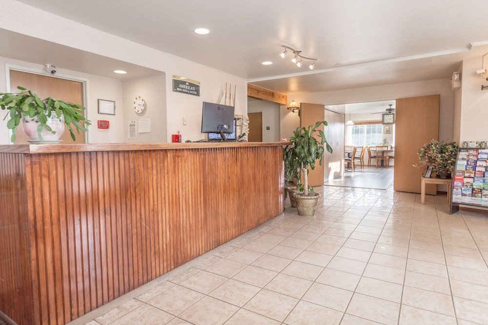 Reception, Paradise Inn & Suites at Lincoln City