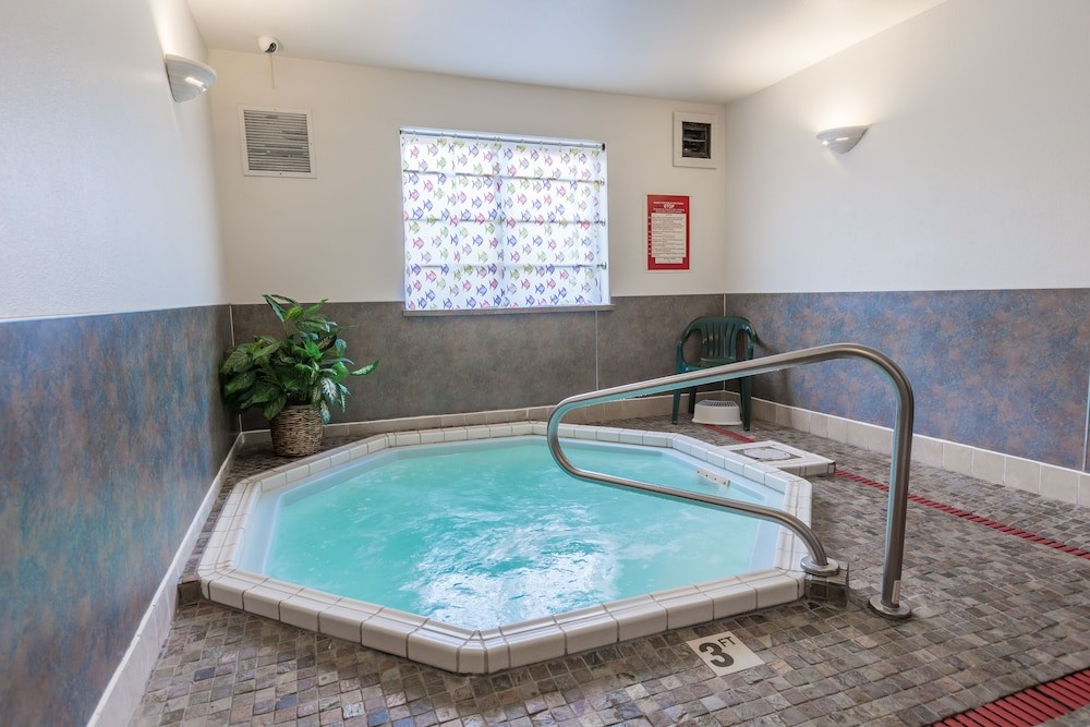 Indoor Spa Tub, Paradise Inn & Suites at Lincoln City