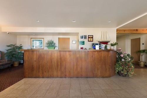 Lobby, Paradise Inn & Suites at Lincoln City