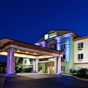 Holiday Inn Express Hotel & Suites LIVE OAK