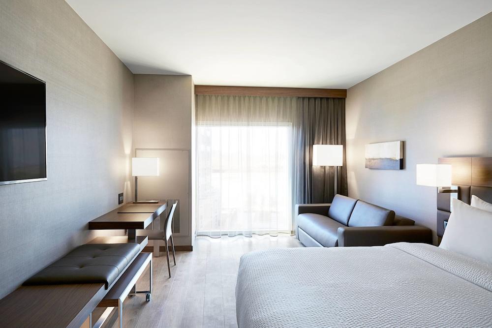 AC ホテル バイ マリオットニュ...