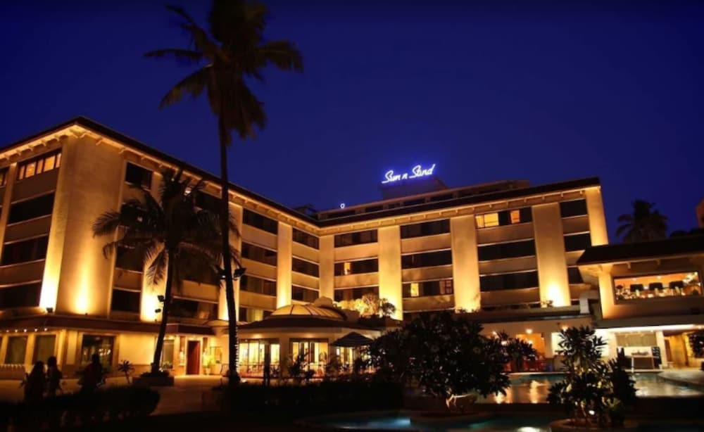 Front of Property - Evening/Night, Sun N Sand Hotel Mumbai