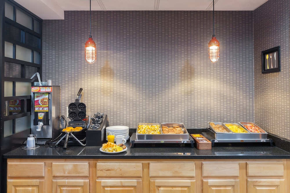 Breakfast buffet, Four Points by Sheraton Charlotte - Pineville