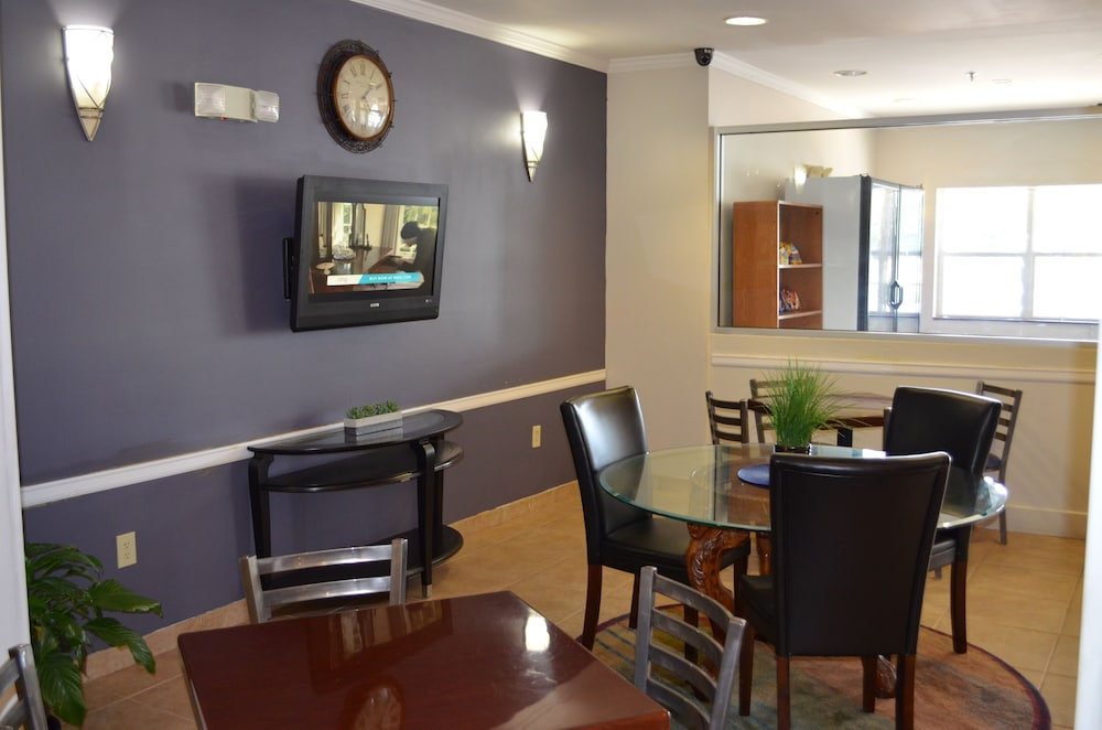 Breakfast Area, Stay Express Inn & Suites Atlanta
