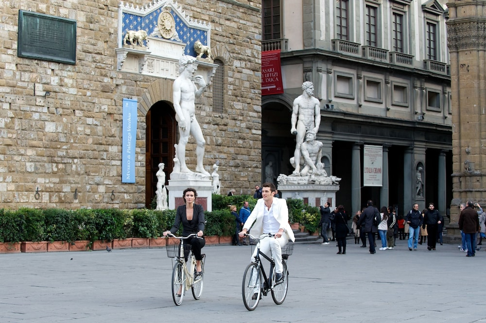 Bicycling, Portrait Firenze - Lungarno Collection