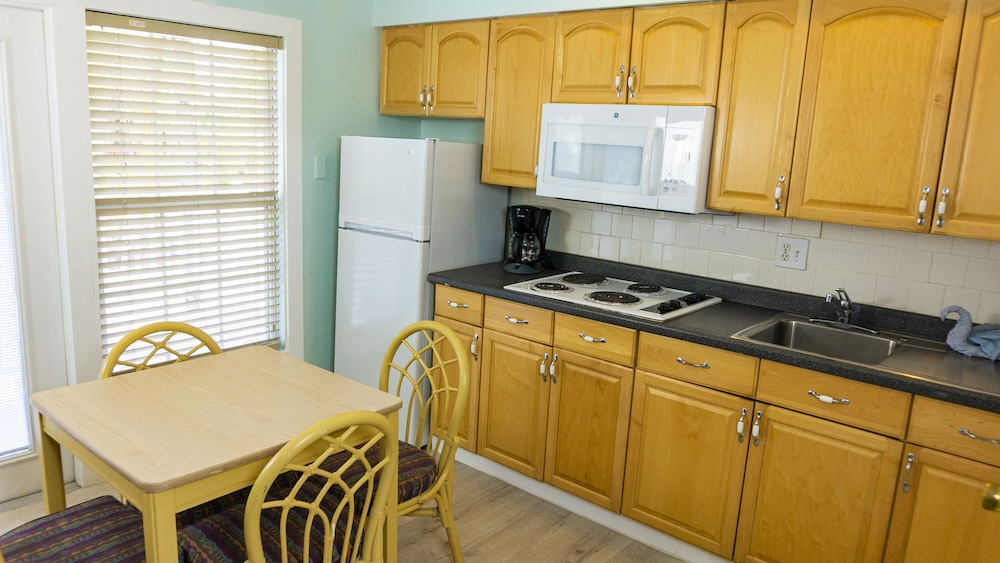 Private Kitchen, The Lighthouse Resort Inn & Suites