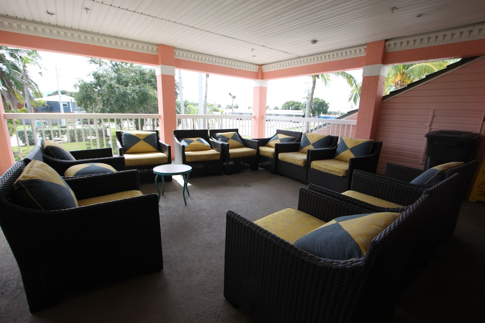 Lobby Sitting Area, The Lighthouse Resort Inn & Suites