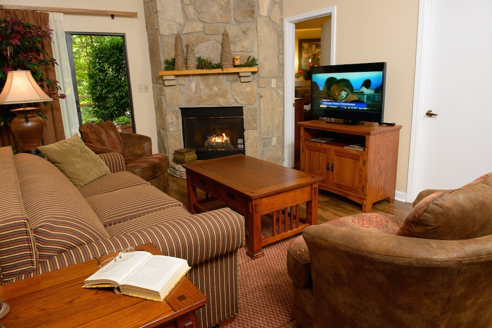 Living Area, Gatlinburg Town Square by Exploria Resorts