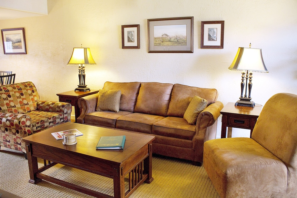 Living Room, Gatlinburg Town Square by Exploria Resorts