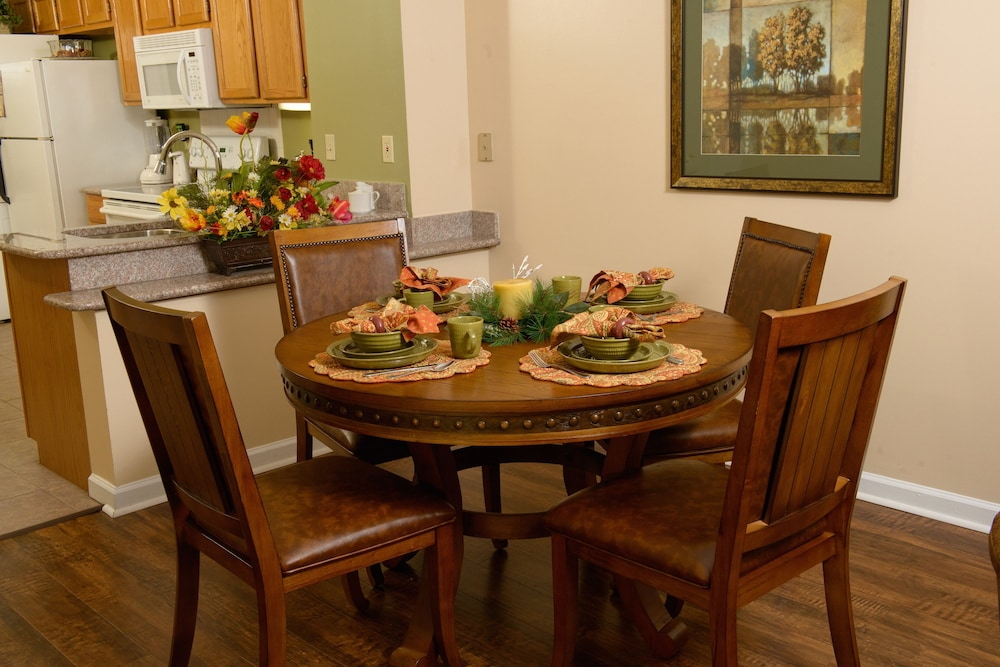 In-Room Dining, Gatlinburg Town Square by Exploria Resorts