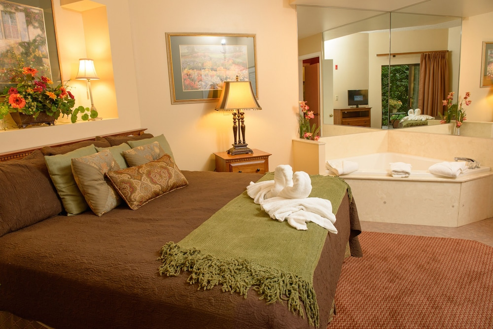Room, Gatlinburg Town Square by Exploria Resorts
